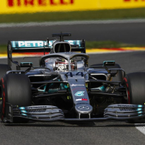 Hamilton wants Ferrari, Red Bull fight in Singapore