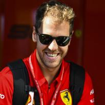 """Vettel snapt vertrekgeruchten niet: """"Ze hebben er een roman van gemaakt"""""""