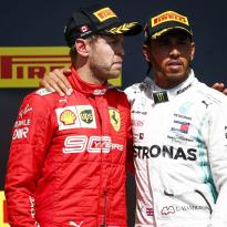 """Vettel doet verzoek aan stewards: """"Laat ons racen"""""""