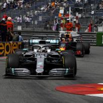 """Hamilton is er nog niet gerust op: """"Max is supersnel"""""""