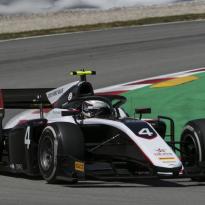 Nyck de Vries wint zijn eerste F2-race van dit seizoen in Barcelona