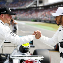 Mercedes laat Hamilton meebeslissen: Bottas of Ocon in 2020
