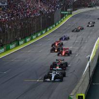 F1 wil mogelijke aanpassing reglement: 'Willen meer acties zoals die van Verstappen'