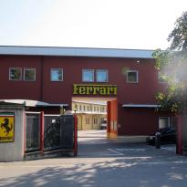 Fabrieken Ferrari door leveringsproblemen twee weken langer dicht