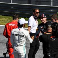 Hamilton senior: 'Verstappen is een goede coureur, maar nog geen Lewis'
