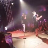 HAHA! Ricciardo klust bij als MC en showt rapkunsten op podium