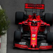 Vettel verrassend tweede: 'Goed resultaat, mede dankzij moment van Verstappen en Bottas'