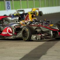 (VIDÉO) Singapour 2010 : Contact entre Hamilton et Webber