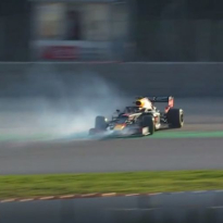 VIDEO: OH NEE! Pierre Gasly vliegt de muur in!