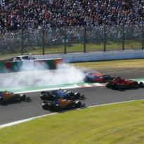 FIA bestraft Charles Leclerc voor incident met Max Verstappen in Japan