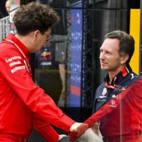 """Horner nog altijd twijfels over Ferrari-motor: """"Lastig uit te leggen"""""""