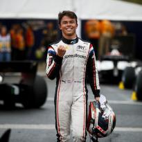 Nyck de Vries schrijft geschiedenis: Eerste Nederlandse Formule 2-kampioen ooit