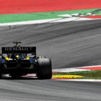 """Ricciardo: """"Er is iets fundamenteels mis met mijn auto"""""""