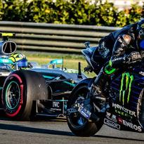 VIDEO: De officiële beelden van het raceavontuur van Hamilton en Rossi