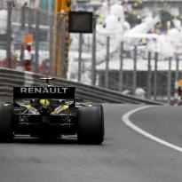 Ricciardo, Hulkenberg denied full power, Renault reveal