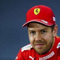Vettel: ''Als ik de journalisten moet geloven ben ik volgend jaar al met vakantie''