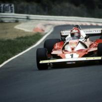 Vandaag 43 jaar geleden: Niki Lauda's verschrikkelijke ongeluk op de Nürburgring