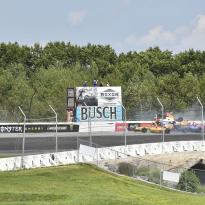 IndyCar (VIDÉOS) : Énorme crash entre Rossi et Sato