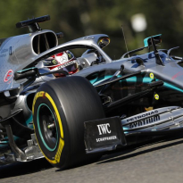 Mercedes gestraft voor brandstoftemperatuur van Hamilton's auto