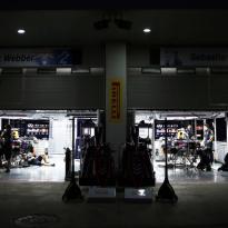 IN BEELD: Red Bull en Armin van Buuren voeren show op in Hanoi