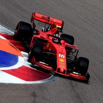 """Leclerc behaalt zijn vierde pole position op rij: """"De auto voelde geweldig!"""""""