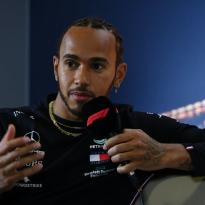 """Hamilton doet oproep aan F1 en Pirelli: """"We hebben betere banden nodig"""""""