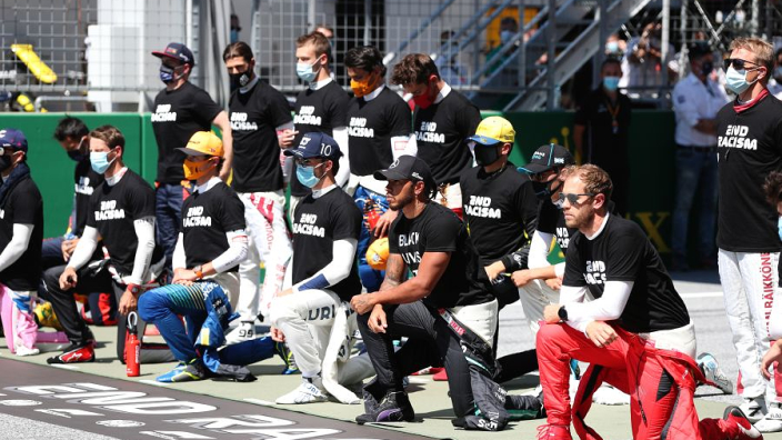 Hamilton thanks the 13 F1 drivers who took a knee before race in Austria - GPfans