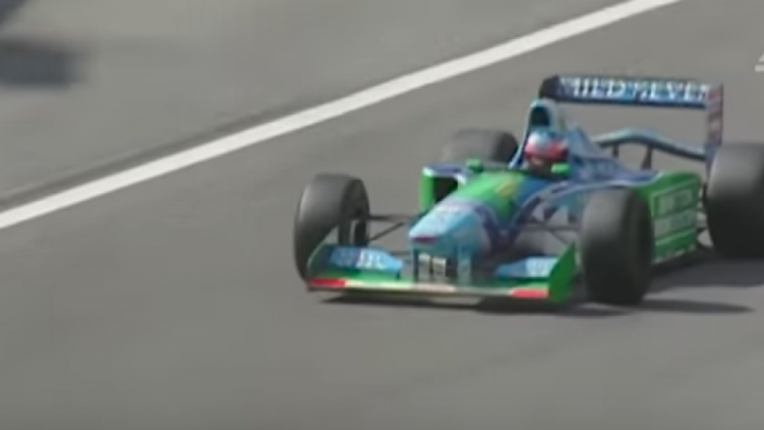VIDEO: Mick Schumacher in de Benneton van zijn vader Micheal