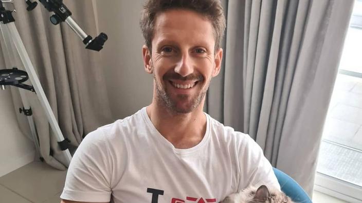 """Grosjean toont zijn linkerhand: """"Het gaat elke dag beter"""""""