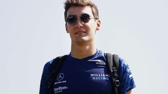 Russell in actie voor Mercedes tijdens bandentest Pirelli