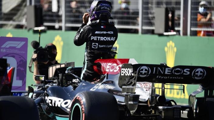 Mercedes legt uit waarom ze Hamilton niet naar binnen haalden bij de herstart
