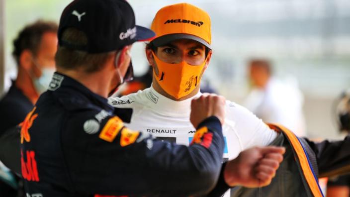 """Palmer verklaart bocht twee-drama Sainz: """"Verstappen had een betere lijn"""""""