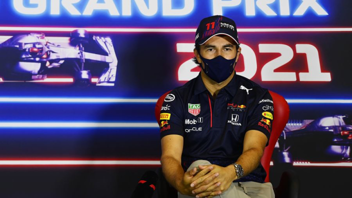 Pérez stevent af op contractverlenging: 'Hij kan het heel goed vinden met Verstappen'