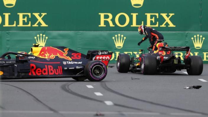 Verstappen en Ricciardo geven elkaar de schuld van crash in Bakoe