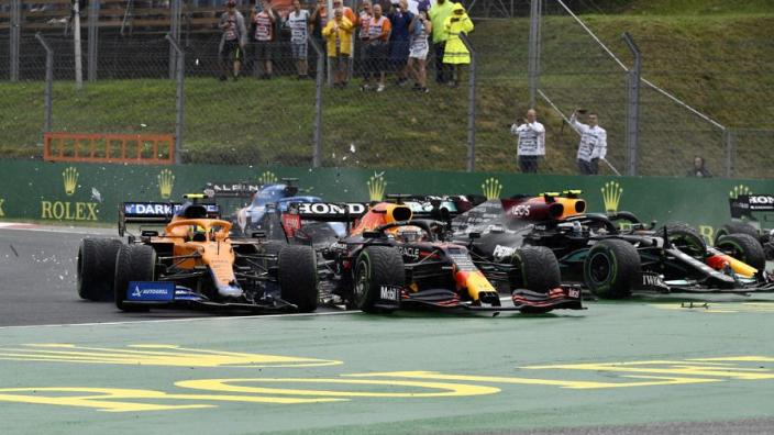 """Mercedes-topman Shovlin erkent: """"Bottas heeft dag van Verstappen verpest"""""""