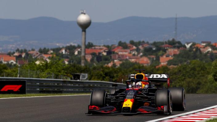 """Red Bull reageert nuchter op langzame out-lap Hamilton: """"Dat is zijn goed recht"""""""