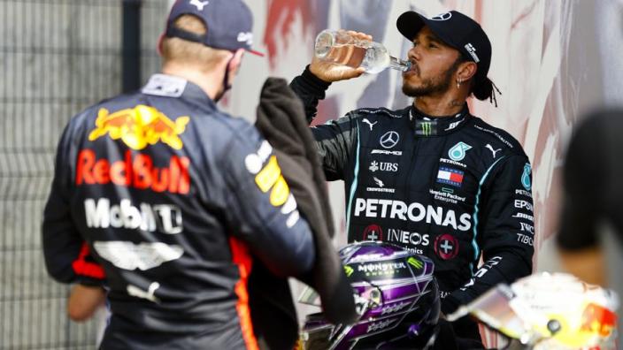 """Hamilton verklaart 'beschuldiging' richting Verstappen: """"Bedoelde ik niet"""""""