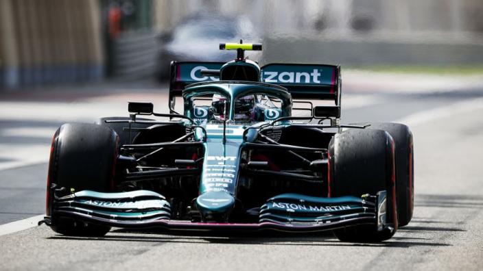 """Vettel klaagt over Aston Martin-bolide na GP Bahrein: """"Ik voel me niet thuis in de auto"""""""