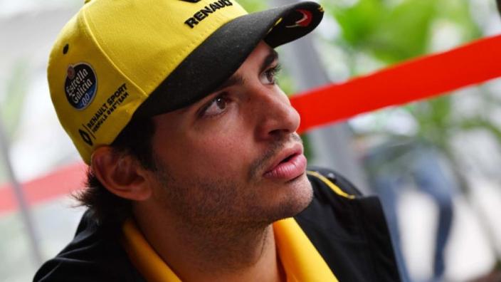 Carlos Sainz plaatst emotionele oproep na aanval op zus