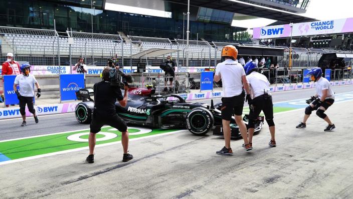 FIA: Drie plaatsen gridstraf voor Bottas na spin in de pitstraat
