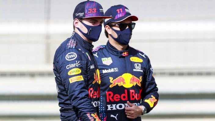 Villeneuve ziet voordeel Verstappen: 'Pérez kan hem meer helpen dan Bottas bij Hamilton'