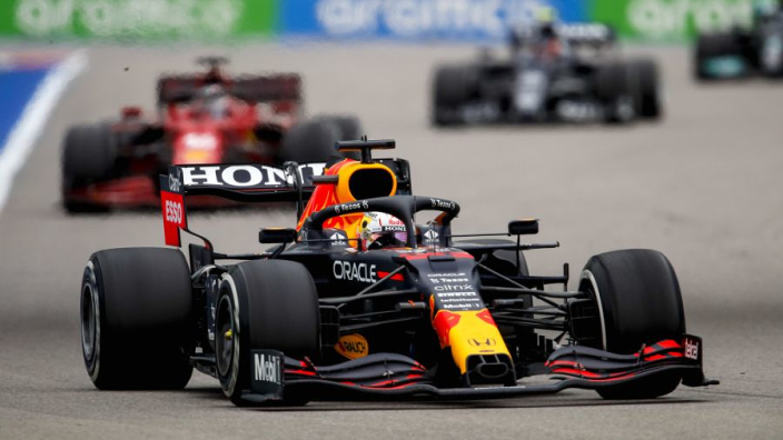 AMuS: 'Verstappen geen perfecte score omdat hij zich liet inhalen door Alonso'