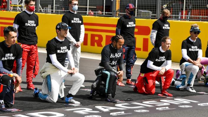"""Leclerc woedend door beschuldigingen: """"Alleen maar omdat ik niet kniel?"""""""