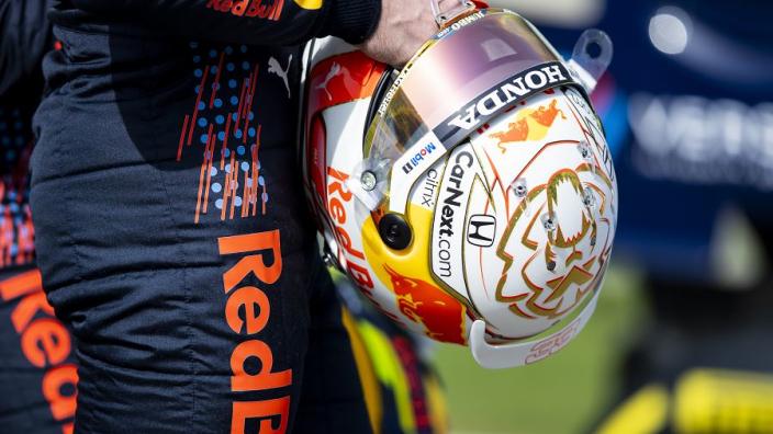 Verstappen en Pérez beginnen met speciale helm aan raceweekend in Oostenrijk