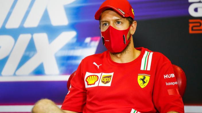 """Bezorgde Vettel: """"Kwalificatie wordt een puinhoop, ik hoop dat er niets gebeurt"""""""