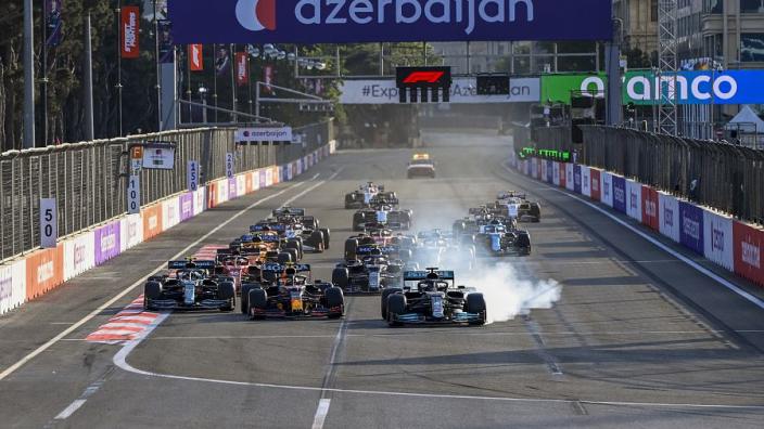 """Mercedes verklaart cruciale 'fout' Hamilton in Bakoe: """"Was niets meer dat hij kon doen"""""""