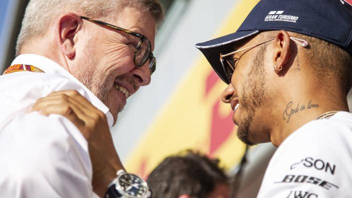 Brawn weerlegt kritiek op Hamilton: 'Heeft races gewonnen die hij niet had moeten winnen'