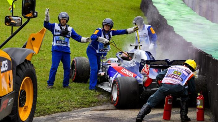 Bizarre oorzaak crash Kvyat: 'De auto schakelde zichzelf compleet uit'