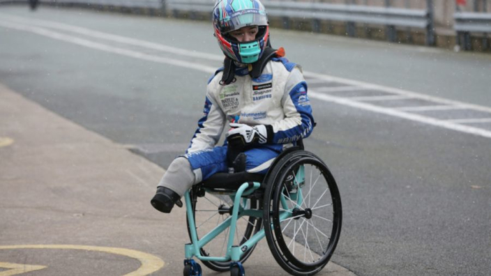 Billy Monger pakt indrukwekkende eerste overwinning in single seater