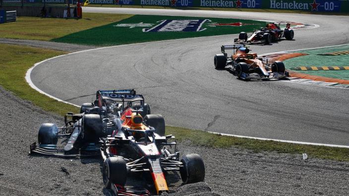 """Alonso schaart zich achter Verstappen en Red Bull: """"Het was een race-incident"""""""